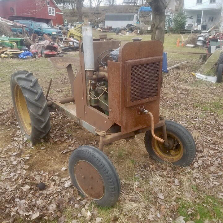 Photo Antique Homemade Tractor (John Deere LA Engine)