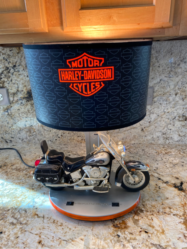 Photo Harley-Davidson Heritage Softail Lamp with Sound & Reading Light