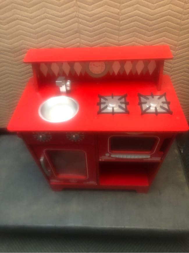 Photo Red kid kraft play kitchen