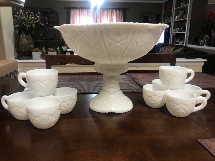 Photo Vintage 1950's McKee Early American Concord Milk Glass Punch Bowl w/Glasses