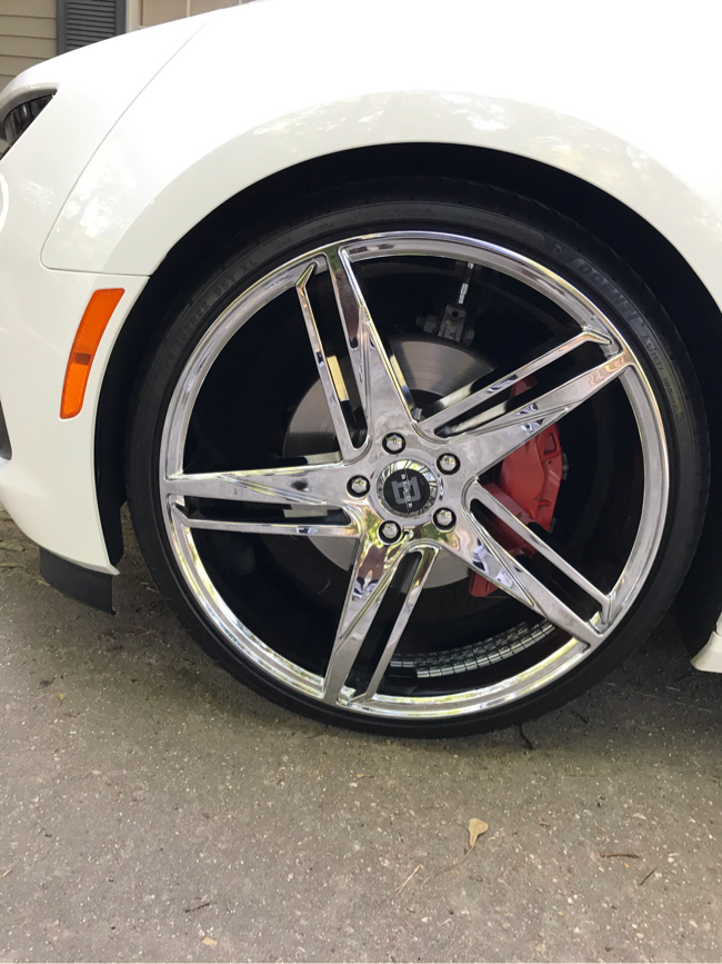 Photo 22 inch new tires and rims