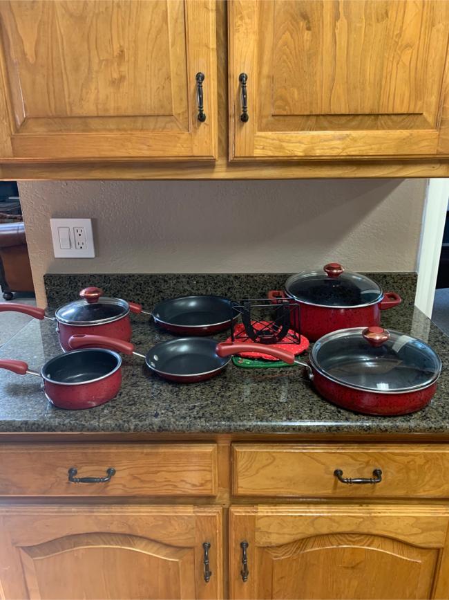 Photo Set of PAULA DEEN PORCELAIN nonstick pots/pans/horseshoe napkin holder/pot holders.