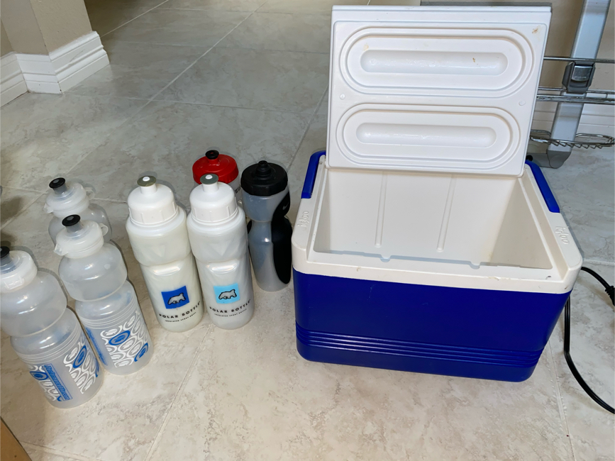 Photo Igloo Ice Cooler Chest Camp Sport Water Bottles
