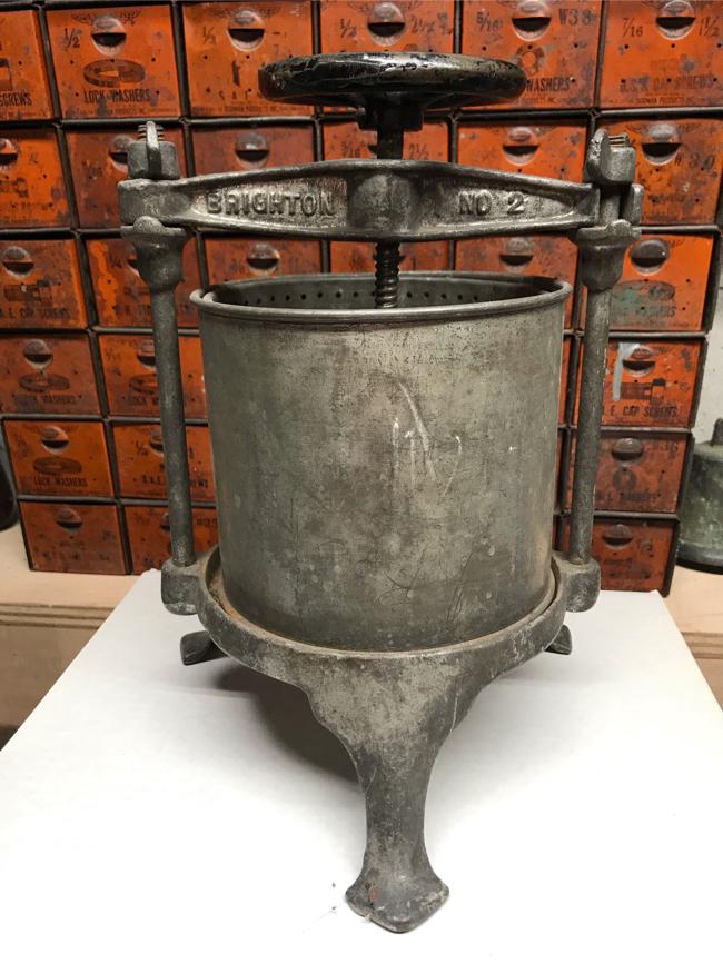 Photo Antique cast iron Brighton No. 2 Logan & Strobridge Iron Co. fruit/cider/grape/lard press