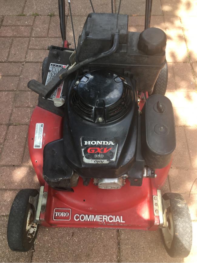 Photo Toro commercial lawnmower