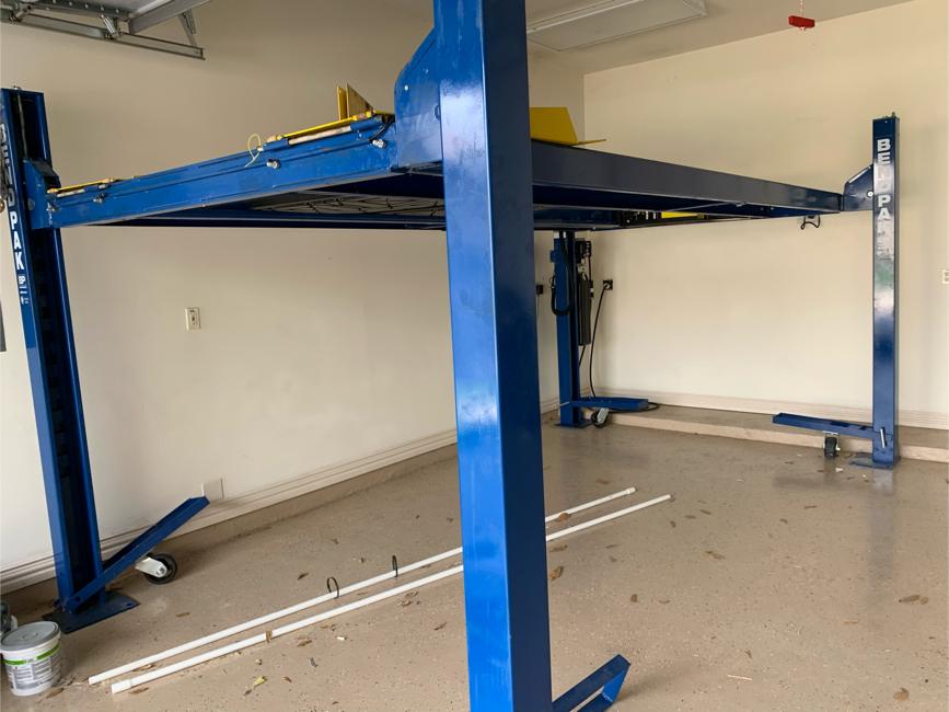 Photo Bendpak lift 4 post 9000lb - $2800