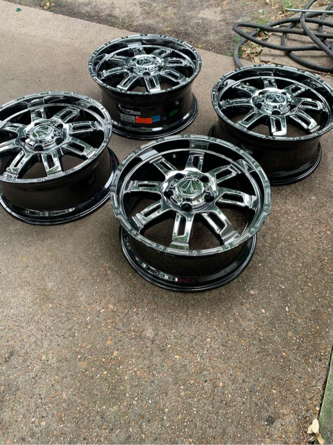 Photo Toyota Tundra wheels