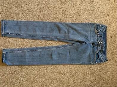 Photo Women size 9 skinny jeans