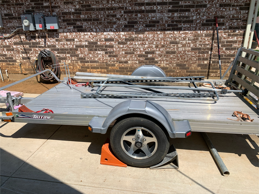 Photo Aluminum TRITON Can Am-Spyder wide trailer, used 7 times. New tires.