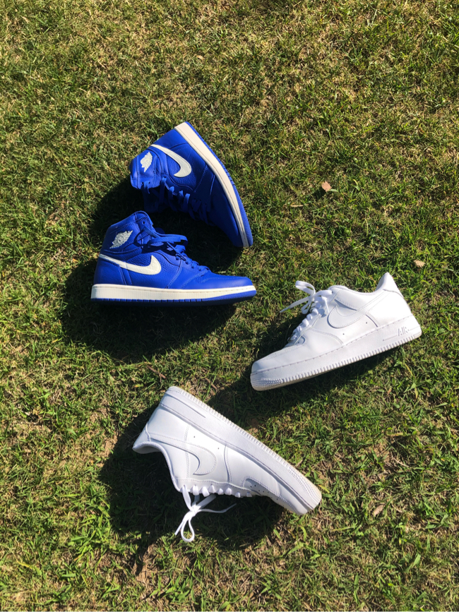 Photo Air Jordan 1 size 10 and Air Force 1 size 9