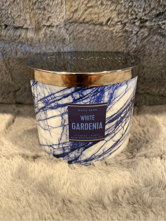 Photo Brand New Large Bath and Body works 3 Wick Scented Candle