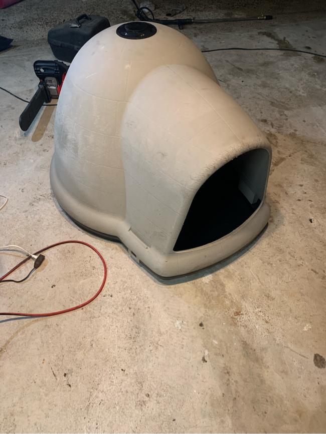 Photo Large igloo dog kennel