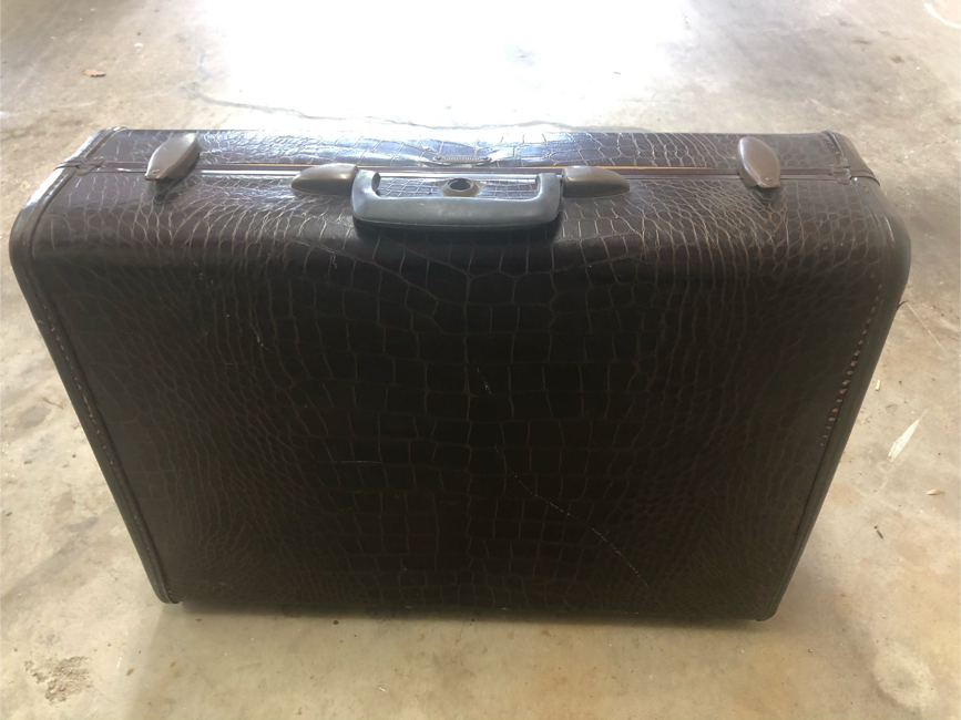 Photo Vintage samsonite faux suitcase