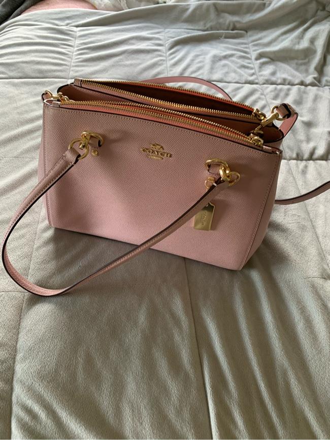 Photo Pink Coach purse