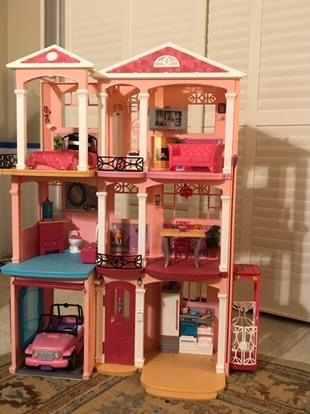 Photo Barbie Dream House with Jeep, horse , 18 barbies