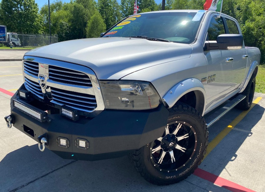 Photo 2014 Dodge Ram 4X4 Lifted Silver $2899 Down 138 Mil Millas